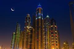 Ночная жизнь в Марине Дубай ОАЭ 14-ое ноября 2012 Стоковое фото RF