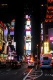 Ночная жизнь в Таймс площадь, Нью-Йорке Стоковые Фото