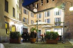 Ночная жизнь в Vigevano (Павия) мать 2 изображения дочей цвета Стоковые Фотографии RF