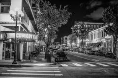 Ночная жизнь на историческом квартале Сан-Диего - КАЛИФОРНИЯ Gaslamp, США - 18-ОЕ МАРТА 2019 стоковые изображения
