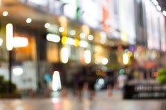 Ночная жизнь нерезкости в предпосылке города Стоковая Фотография RF