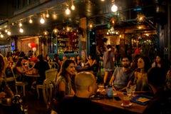 Ночная жизнь паба в Тель-Авив Стоковые Изображения RF