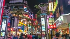 Ночная жизнь улицы Ximending идя в городе Тайване Тайбэя стоковое фото rf