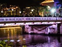 Ночная жизнь улицы в Сингапуре Стоковые Изображения