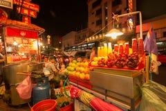 Ночная жизнь Чайна-тауна Бангкока стоковая фотография rf