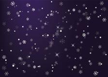 Ночное небо зимы Снежок падает Showfall Стоковые Изображения