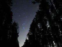 Ночное небо играет главные роли межзвёздное облако созвездия Ориона Стоковые Фотографии RF