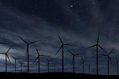 Ночное небо над ветровой электростанцией Ночное небо энергии и природы Стоковые Фотографии RF