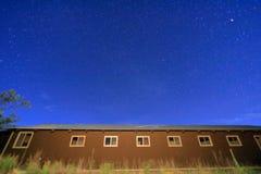 Ночное небо со звездами в ¼ ŒHawaii maunakeaï стоковые фото