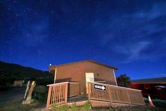 Ночное небо со звездами в ¼ ŒHawaii maunakeaï стоковое фото