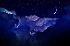 Ночное небо с облаками и луной стоковое фото rf