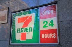 Ночной магазин 7 11 Стоковое фото RF