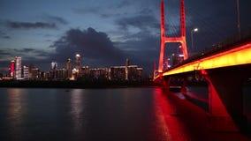 Ночь Мост-сумерек Bayi большая моста Рекы Янцзы сток-видео