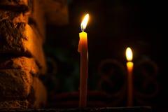 Ночь пламени огня света свечи темная стоковые изображения