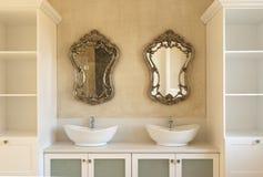 Нутряная главная ванная комната стоковое изображение