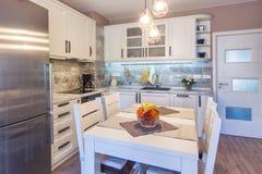 нутряная кухня самомоднейшая Внутренняя фотография Стоковая Фотография RF