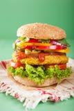 Нут Veggie и бургер sweetcorn с луком jalapeno перца Стоковые Изображения RF