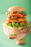 Нут Veggie и бургер sweetcorn с луком jalapeno перца Стоковые Фотографии RF