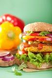Нут Veggie и бургер sweetcorn с луком jalapeno перца Стоковые Изображения