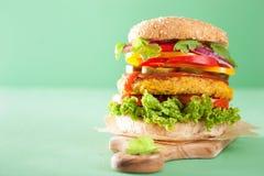 Нут Veggie и бургер sweetcorn с луком jalapeno перца Стоковая Фотография