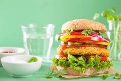 Нут Veggie и бургер sweetcorn с луком jalapeno перца Стоковые Фото