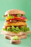 Нут Veggie и бургер sweetcorn с луком jalapeno перца Стоковое Изображение RF