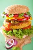 Нут Veggie и бургер sweetcorn с луком jalapeno перца Стоковое Изображение