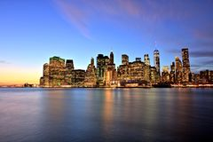 Нью-Йорк более низкое Манхаттан на сумраке Стоковое Изображение