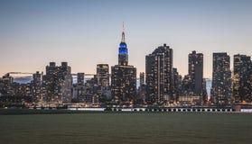 Нью-Йорк - взгляд захода солнца Манхаттана центра города Стоковые Изображения RF