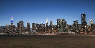 Нью-Йорк - взгляд ночи Манхаттана центра города Стоковые Изображения RF