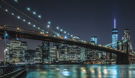 Нью-Йорк - городской взгляд ночи Манхаттана Стоковые Изображения