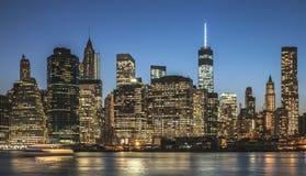 Нью-Йорк - городской взгляд ночи Манхаттана Стоковые Фото