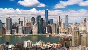 Нью-Йорк Манхаттан от Бруклина заволакивает тени Timelapse сток-видео