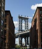 Нью-Йорк, мост DUMBO Манхаттана стоковые изображения