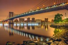 Нью-Йорк на ноче, мост Манхаттана Стоковые Фото