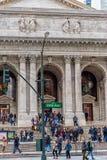 НЬЮ-ЙОРК, НЬЮ-ЙОРК - 30-ОЕ ДЕКАБРЯ 2013: Публичная библиотека Нью-Йорка в Нью-Йорке, Манхаттане 5-ый бульвар Стоковая Фотография RF