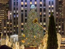 Нью-Йорк - 20-ое декабря 2013: Рождественская елка на центе Рокефеллер Стоковые Изображения RF