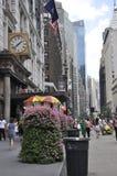 Нью-Йорк, 2-ое июля: Магазин ` s Macy от Бродвей в центре города Манхаттане от Нью-Йорка в Соединенных Штатах стоковая фотография rf