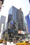 Нью-Йорк, 2-ое июля: Таймс площадь на дневном времени в центре города Манхаттане от Нью-Йорка в Соединенных Штатах Стоковое Изображение RF