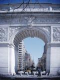 НЬЮ-ЙОРК - 9-ОЕ МАРТА: Квадрат Вашингтона, с buildin Имперского штата Стоковое Фото