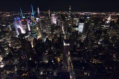 Нью-Йорк от неба вечером стоковые изображения