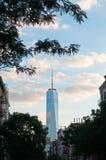 Нью-Йорк: Один всемирный торговый центр от Гринич-виллидж 15-ого сентября 2014 Стоковые Фотографии RF