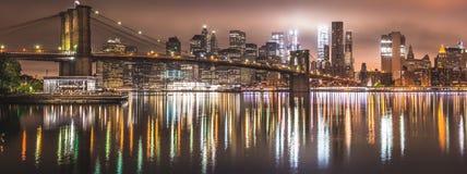 Нью-Йорк, панорама ночи, Бруклинский мост Стоковое Изображение RF