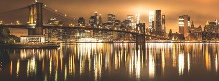Нью-Йорк, панорама ночи, Бруклинский мост Стоковые Фотографии RF