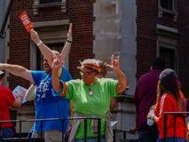 Нью-Йорк, Соединенные Штаты - люди в гей-параде Нью-Йорка стоковые изображения rf