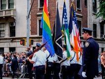 Нью-Йорк, Соединенные Штаты - люди в гей-параде Нью-Йорка стоковые фотографии rf
