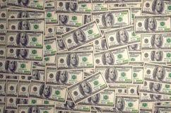 Нью-Йорк, Соединенные Штаты - 5-ое июля 2018: Куча 100 банкнот США с портретами президента Наличные деньги 100 стоковое изображение