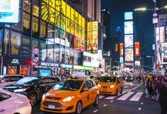 Нью-Йорк, США, 09-03-17: известный, squre времени на ноче с толпами Стоковые Фотографии RF