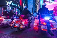 Нью-Йорк, США, 09-03-17: известный, squre времени на ноче с толпами Стоковые Изображения RF