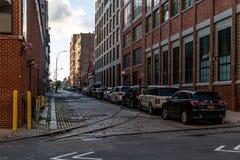 Нью-Йорк/США - 25-ое июня 2018: Тихая улица в Dumbo Brookly стоковое фото